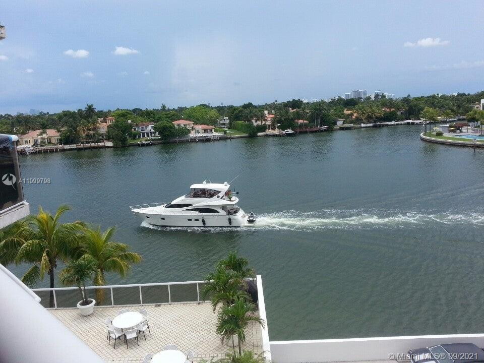 Charming Intracoastal Building With Great Pool Area facing an Amazing Water Views, Party Room, BBQ A