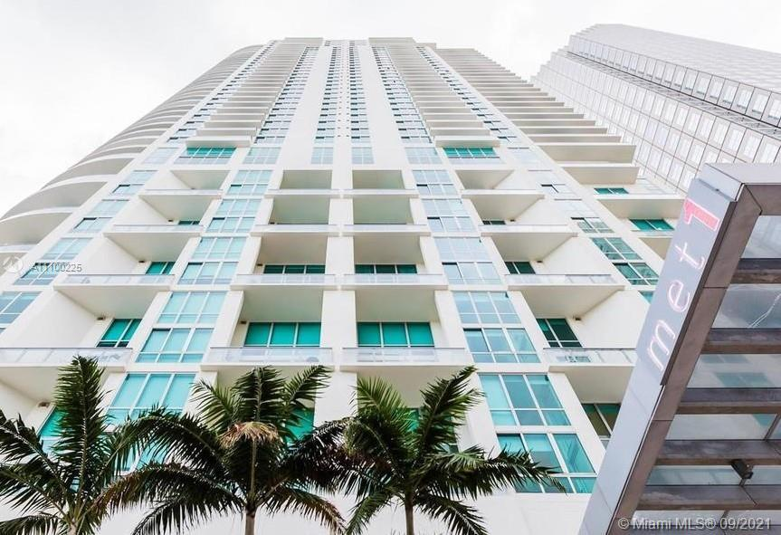 Impressive Biscayne Bay, ocean views from this 2BR/2BA unit with the best building S.E view. Porcela