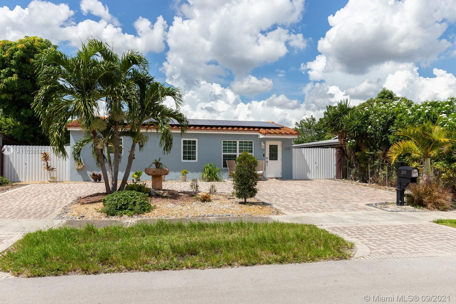 BEAUTIFUL RENOVATED ONE STORY SINGLE FAMILY HOME 4BEDS/3BATHS. MODERN KITCHEN, QUARTZ COUNTER-TOPS,
