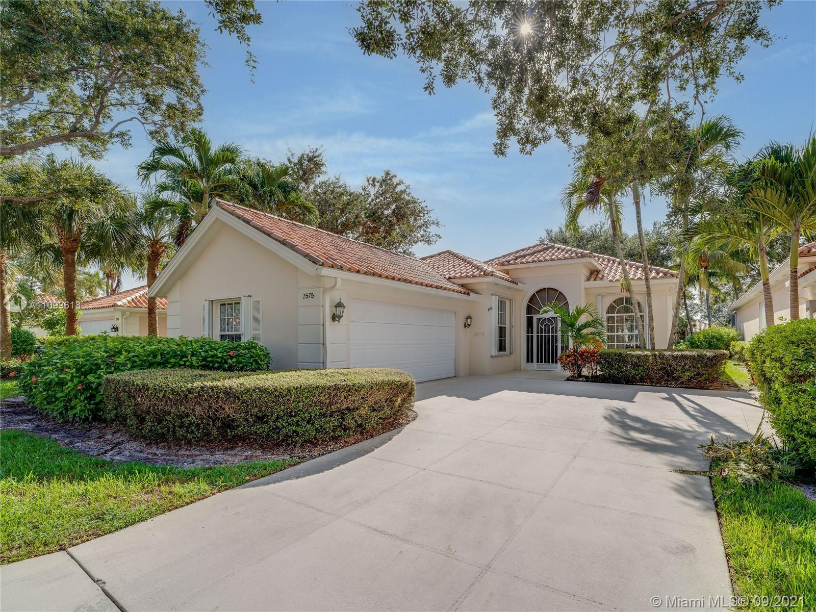LOCATION! EXCELLENT 4/2 WITH POOL IN SPECTACULAR COMMUNITY OF RIVERWALK, WITH CARPETS AND PRIVATE SW