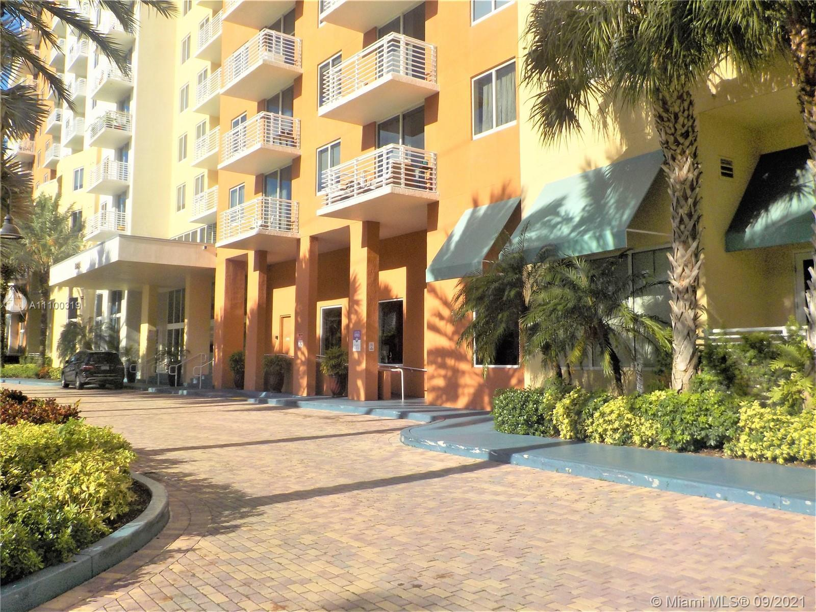 This 2/2 is located in a modern building in the heart of Aventura. Spacious unit with views of the r