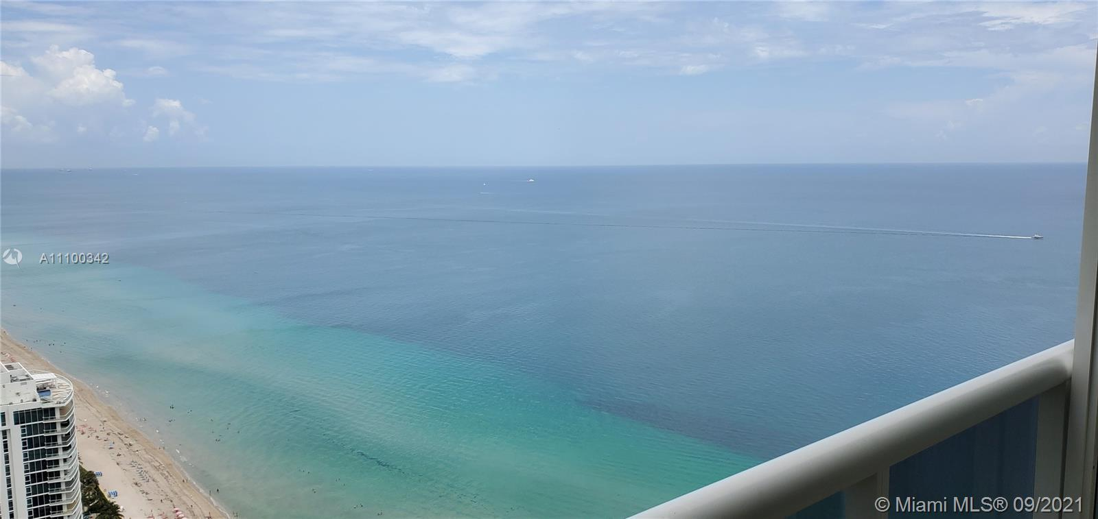 Breathtaking views of the ocean and city, in on of the best and most luxury resort style in Hallanda