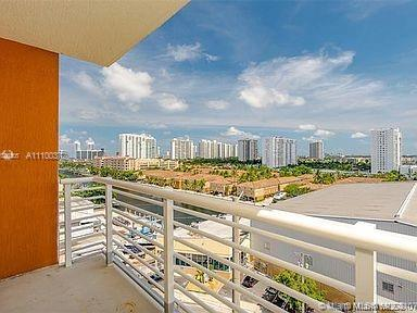 2 Bed 2 full Bath SPLIT floor plan. One of the best in the building and well priced to sell. , Washe