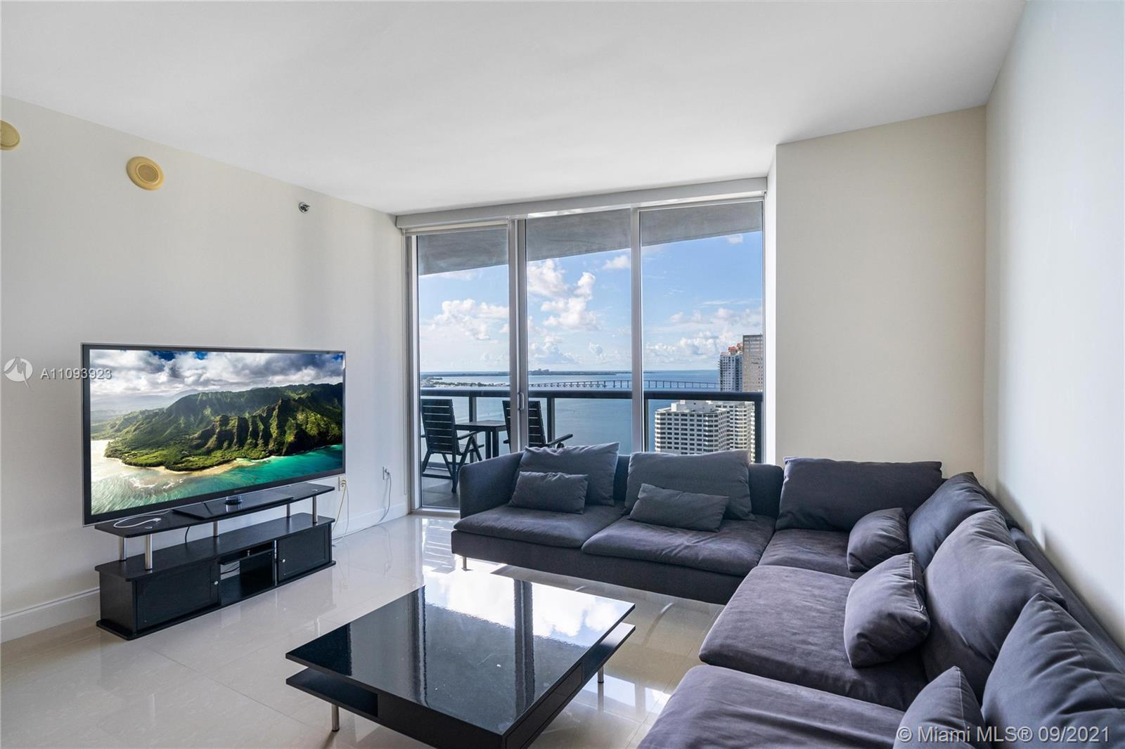 The largest 1 Bedroom 1 Bathroom 1034 SF with the best view of the water and Brickell Key in the Ico