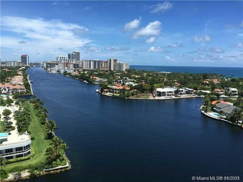 Spectacular North Intracoastal, Ocean & Marina Waterways views from your huge fresh breezy balcony.