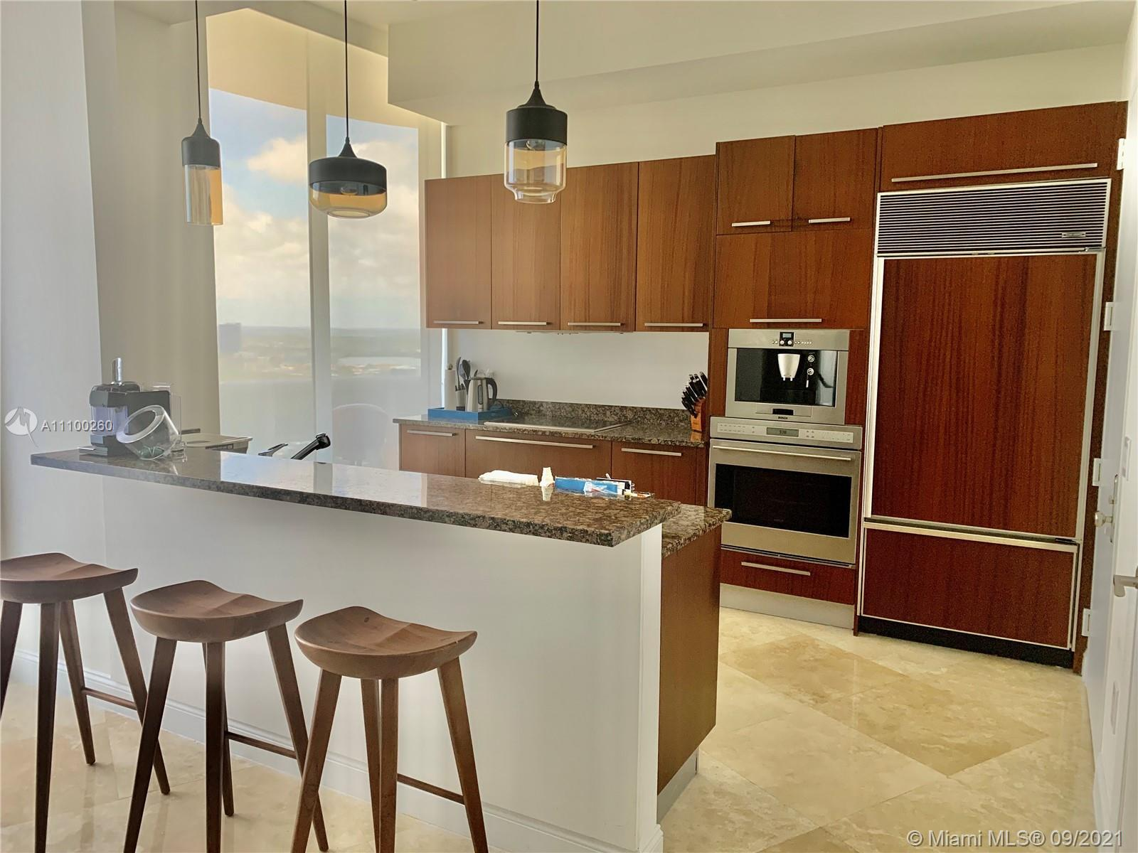 This gorgeous 2 beds and 2 bath with almost 1500 sqft comes completely ready and fully equipped. Lux