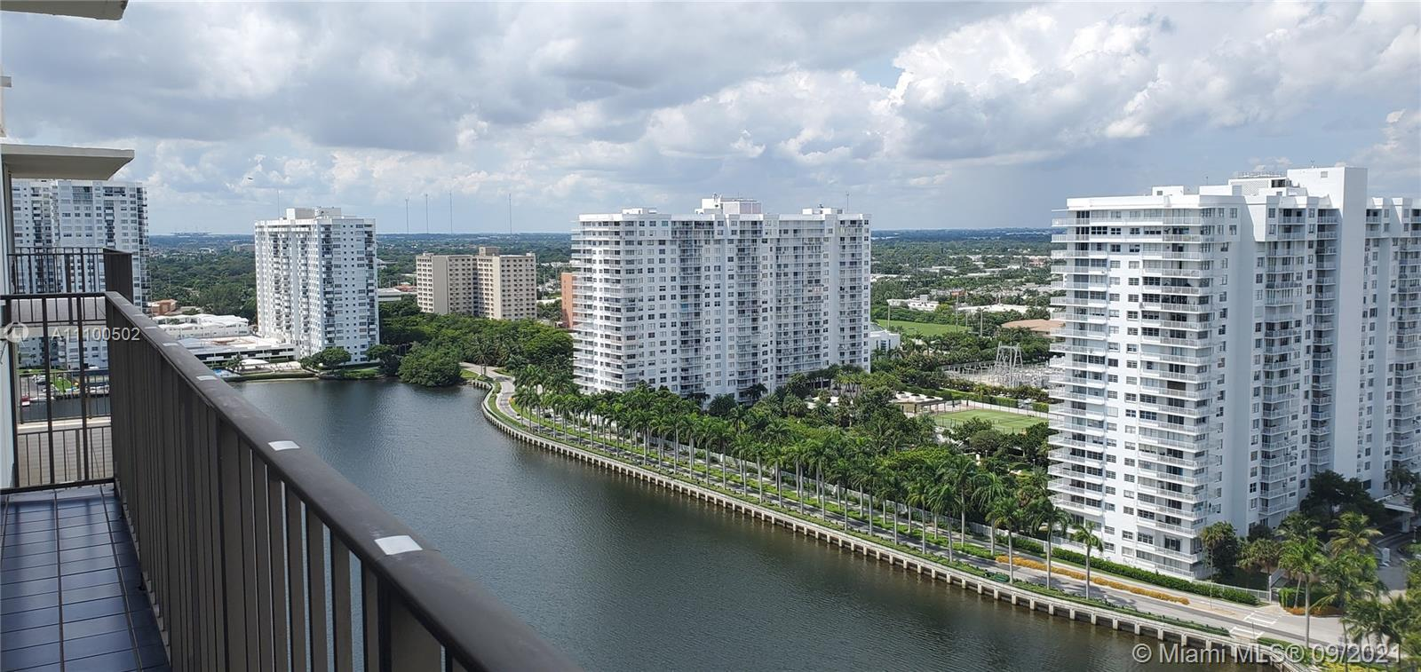2bed /2bath PENTHOUSE WITH SPECTACULAR WATER VIEWS. LARGE BEDROOMS WITH WATER VIEWS. HURRICANE SHUTT