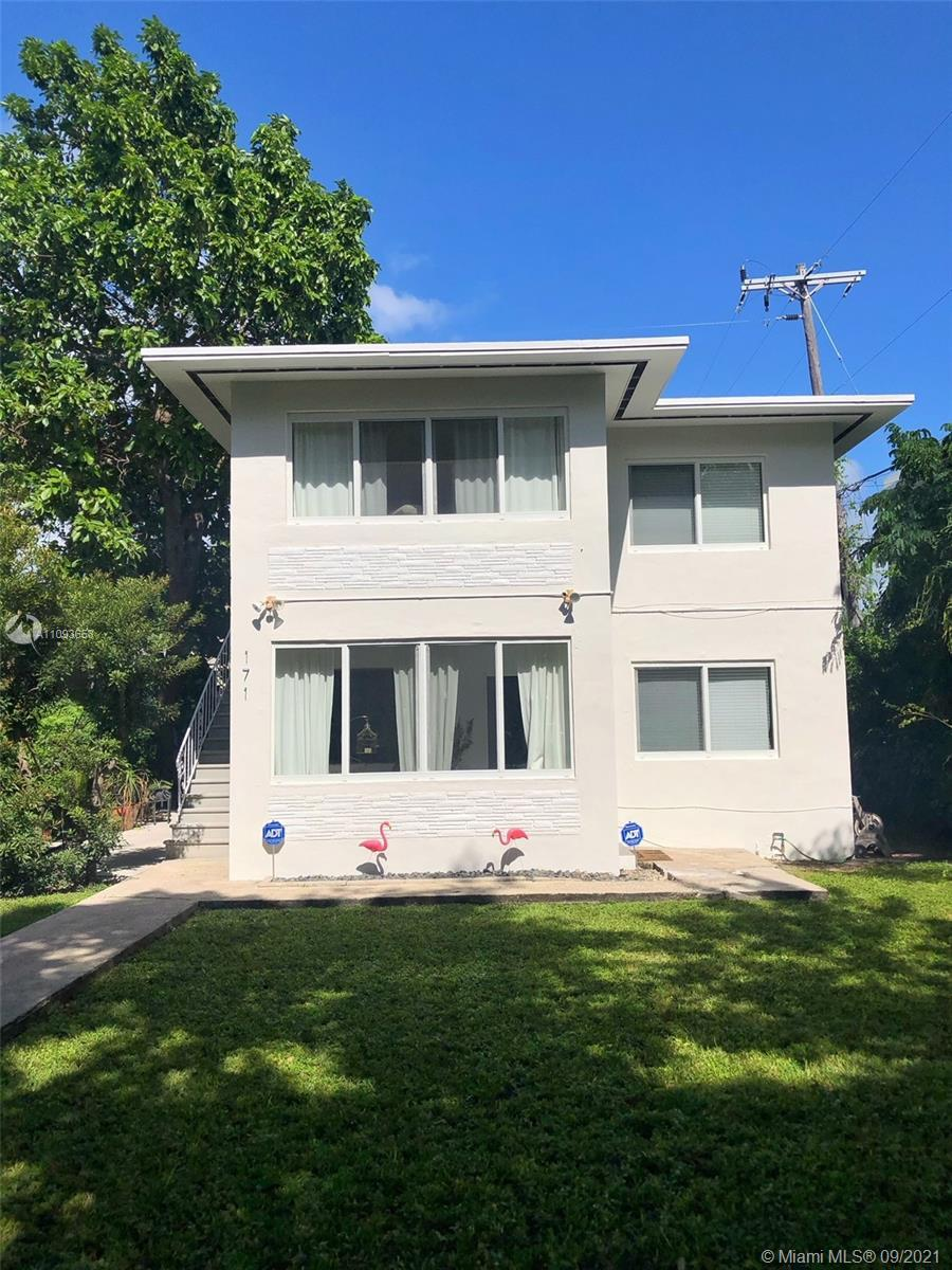 Two story Duplex with 2 separate units, each unit is a 1 bed + den and 1 bath. Incredible opportunit
