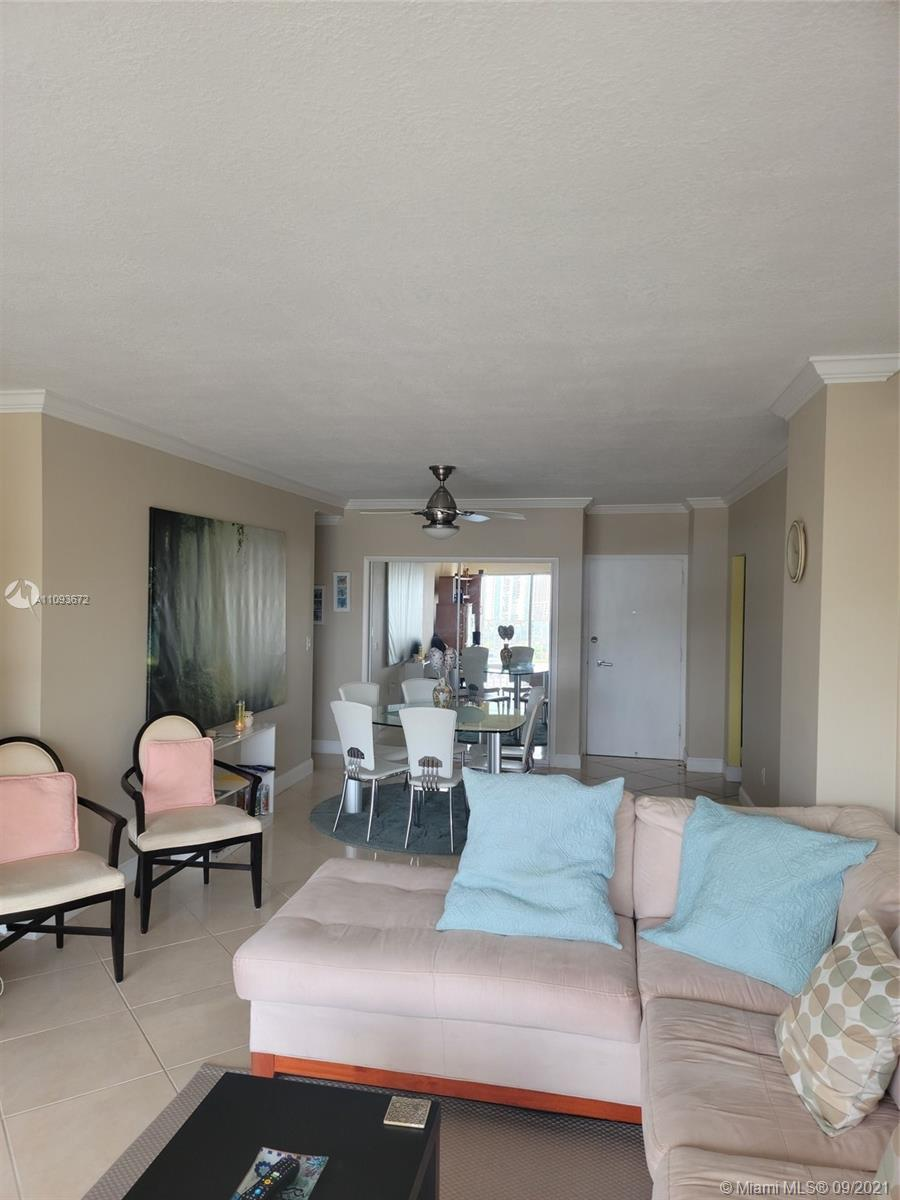 Just pack your toothbrush as this spacious 1 bed, 1 bath condo is turn-key ready. Amazing ocean and