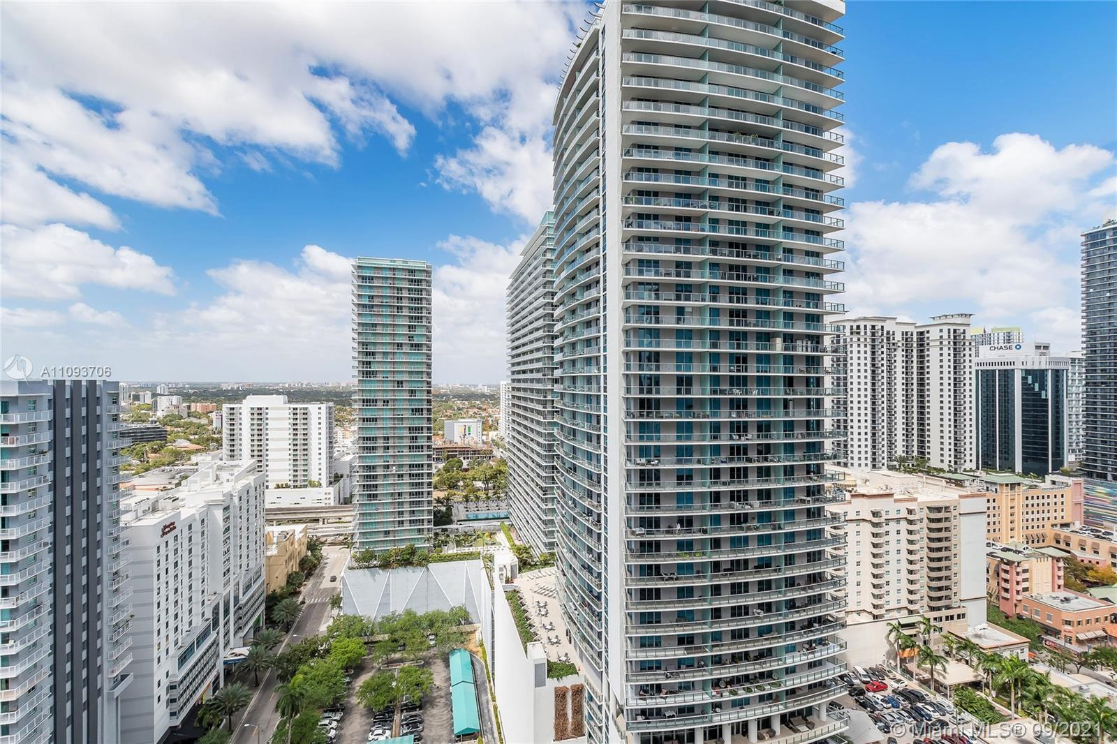 BRIGHT AND SPACIOUS LUXURY CONDO IN EXCLUSIVE AND WELL LOCATED  THE BOND ON BRICKELL. 1 BEDROOM PLUS