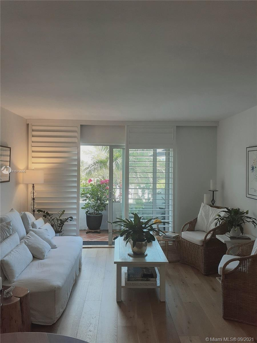 FULLY RENOVATED MODERN, OPEN & BRIGHT 2/2 IN BOUTIQUE 5 STORY BLDG RIGHT OFF OF MIAMI BEACH'S LINCOL