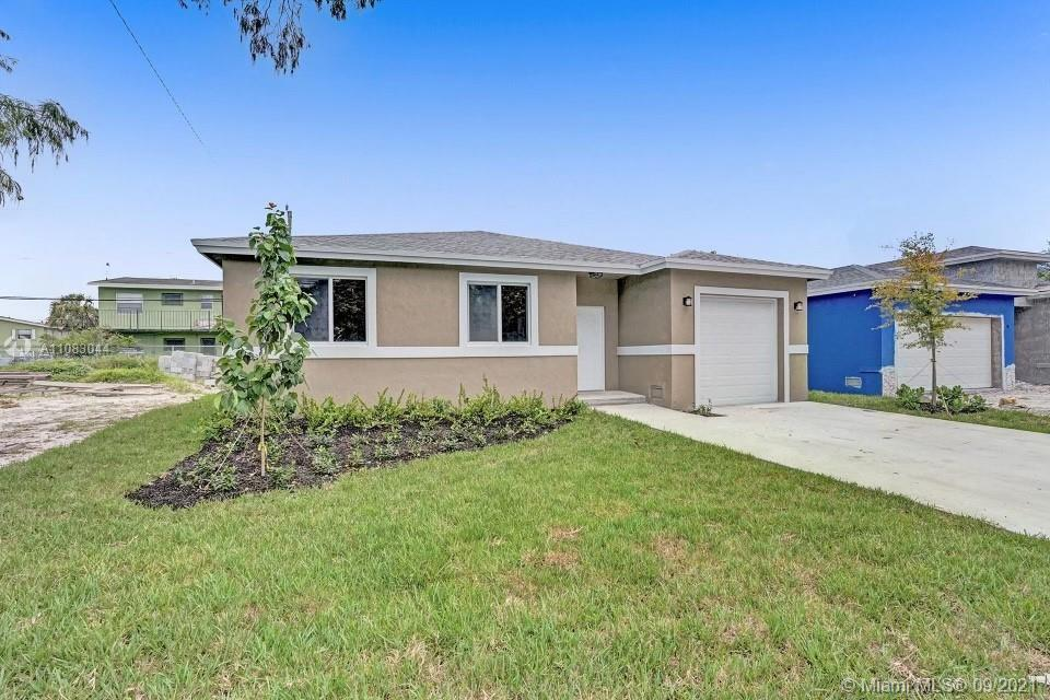 Beautiful 3 Bedrooms and 2 Bathroom new construction home has an open floor plan and tall ceiling th