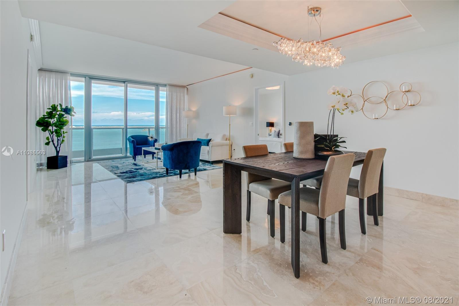 Live limitlessly at this stylish unit at the Jade Brickell - a spacious 1,730sf interior unit with f