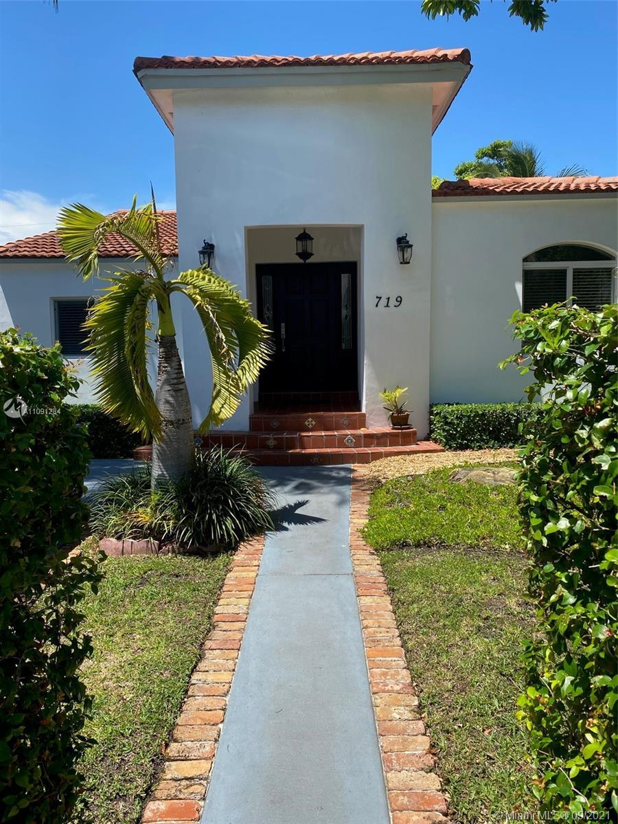 Stately 4 bedroom 2 bath stucco and red tiled roof gem in Lakeview district is a real find. The gorg