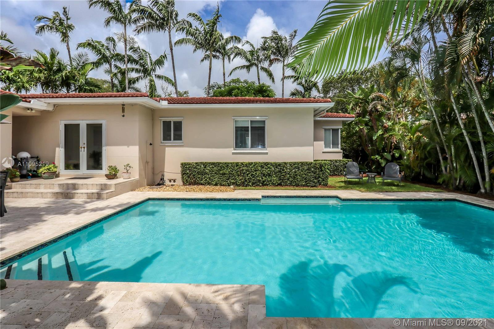 GREAT OPPORTUNITY IN THE HEART OF HOLLYWOOD LAKES! MAIN HOUSE 3BED / 2BATH FORMAL LIVING ROOM AND DI