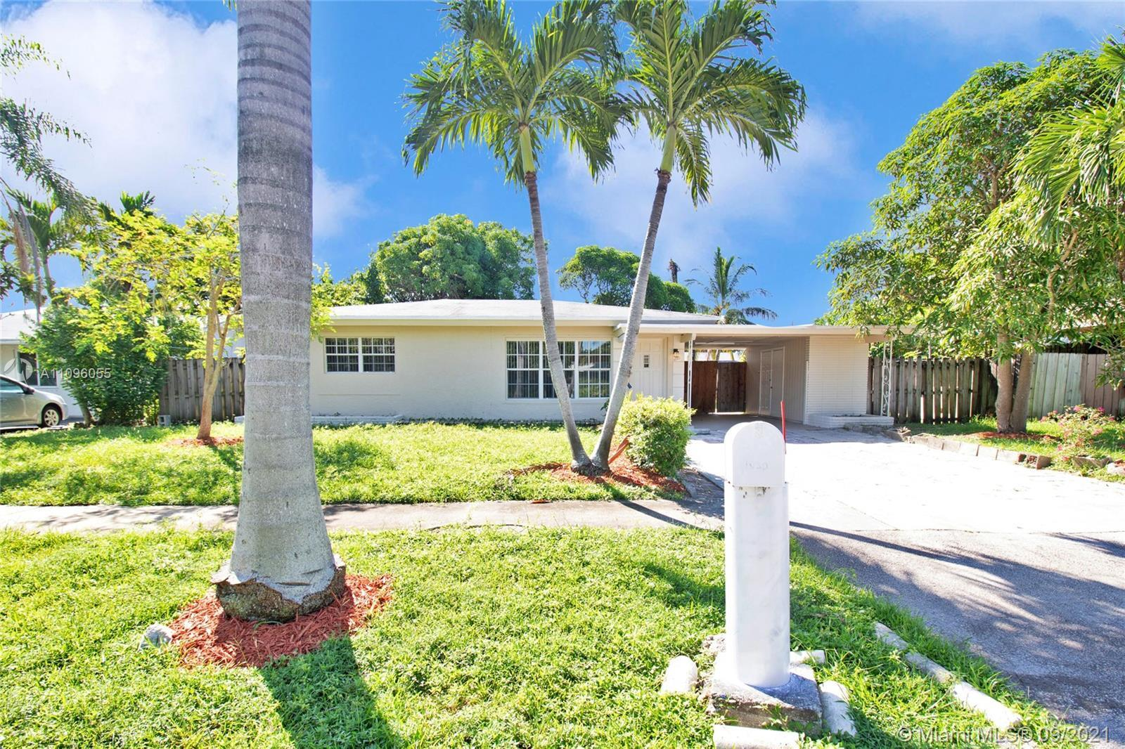 3 BEDROOMS 2 BATHROOMS HOME IN FORT LAUDERDALE. NEIGHBORHOOD CLOSE TO DOWNTOWN FORT LAUDERDALE AND B
