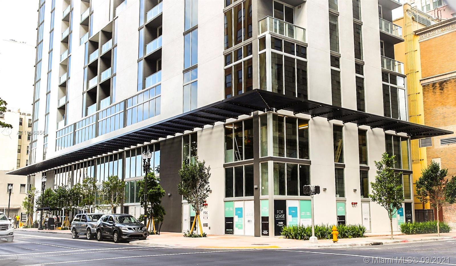Stunning 1/1 open floor plan at Centro Downtown Miami w/ a great view of the Miami Skyline located