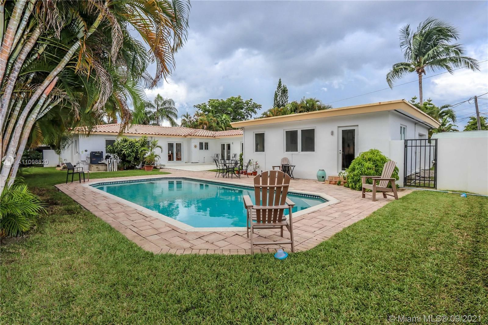 GREAT OPPORTUNITY 5BD/4BA BEAUTIFUL POOL ON OVERSIZED LOT IN THE HEART OF HOLLYWOOD LAKES! MAIN HOUS