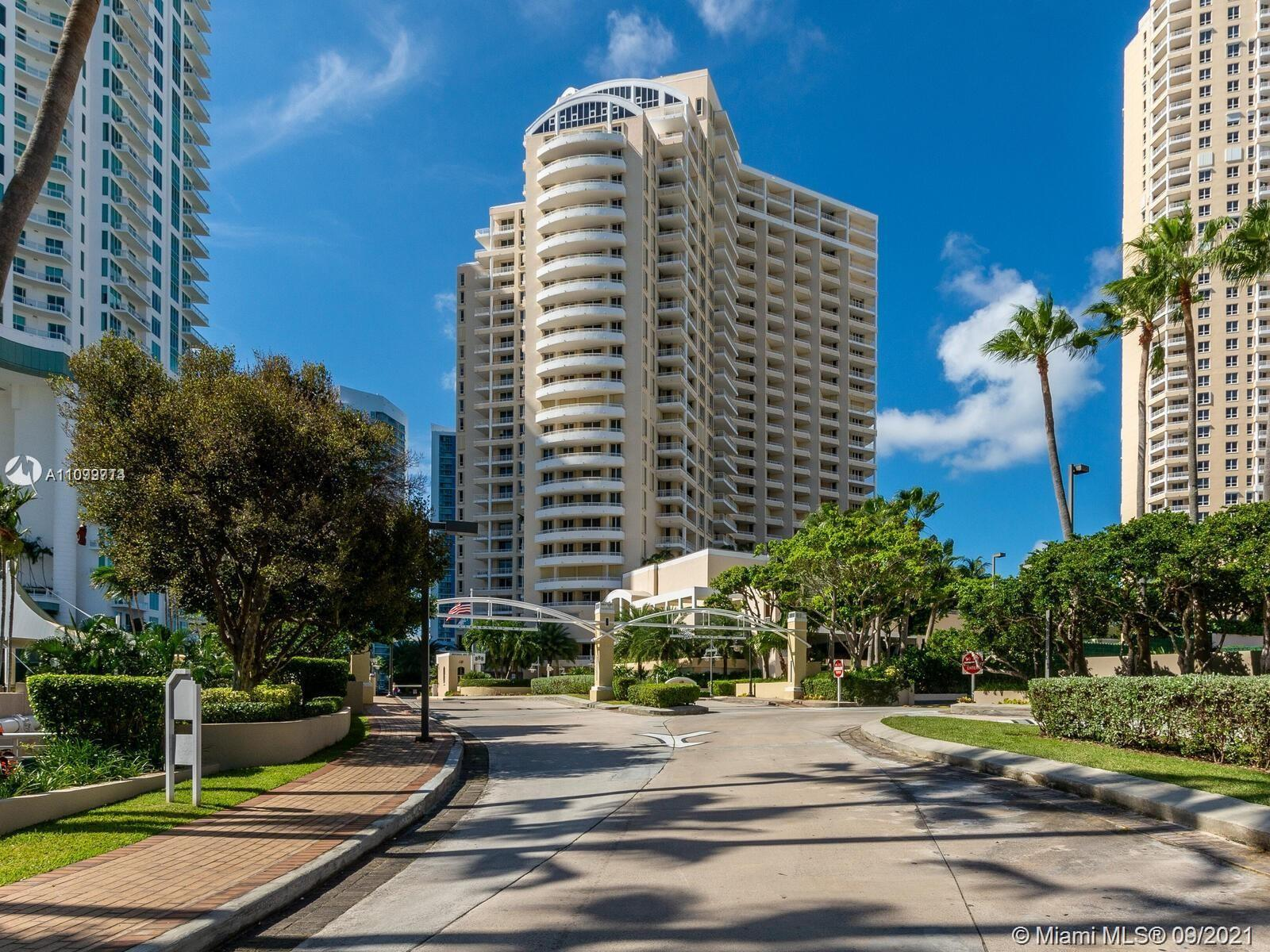 Spectacular unit in One Tequesta Point Condo. 1 Bedroom and 1.5 bathrooms. Living and dining area wi