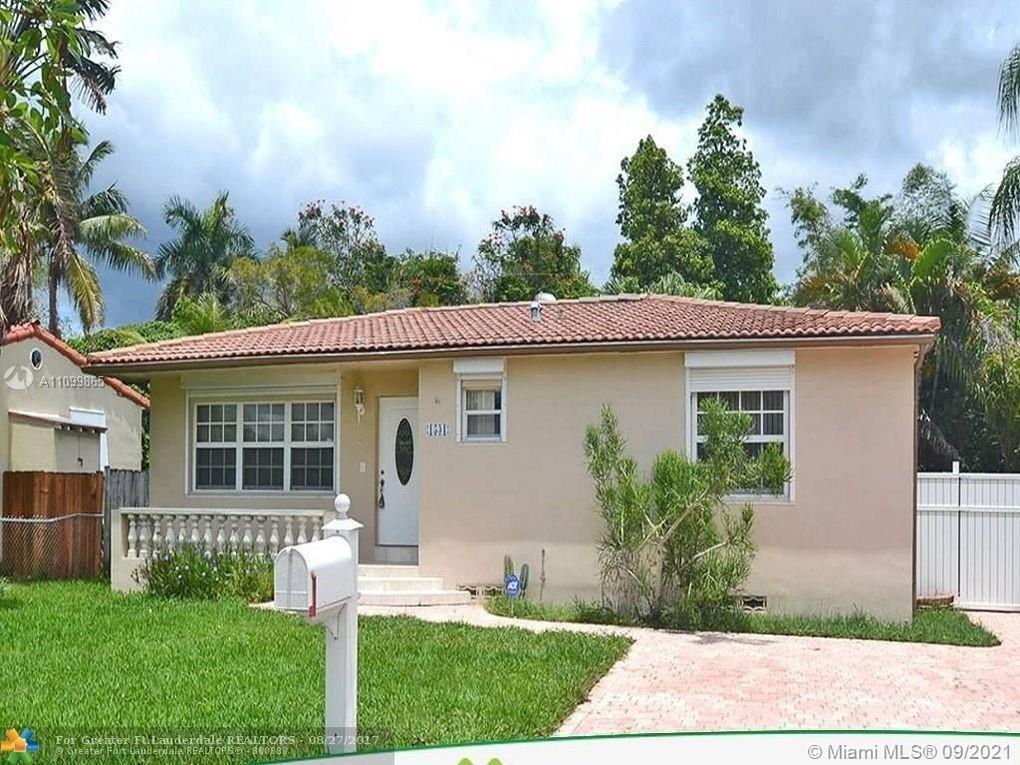 Beautiful 4 bedroom 2 bathroom Hollywood home in Sunset Trails. The property features tile floors th