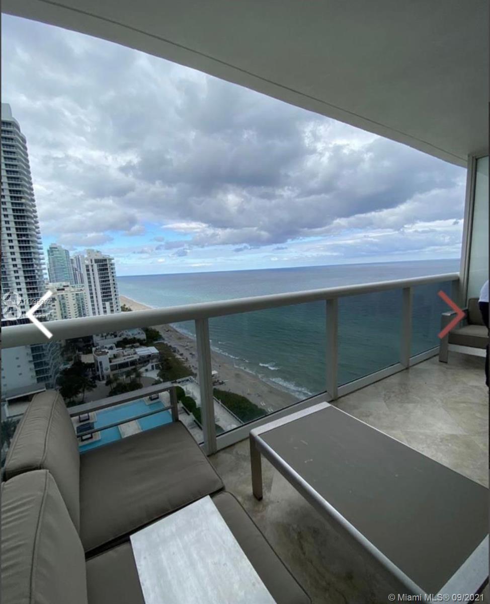 Breathtaking ocean and intracostal views from this unit. This stunning studio with Northeast exposur