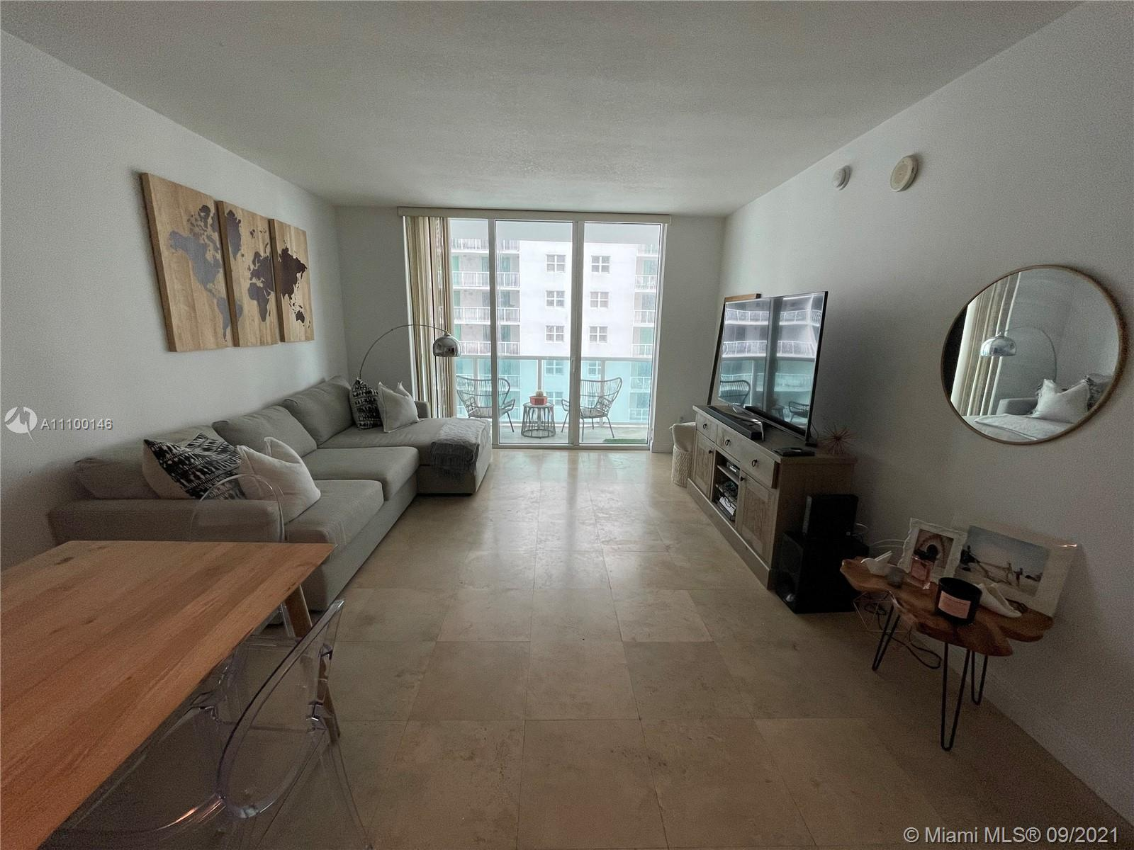 Immaculate 1/1 in the heart of Brickell with partial bay views! Boutique-style building within walki