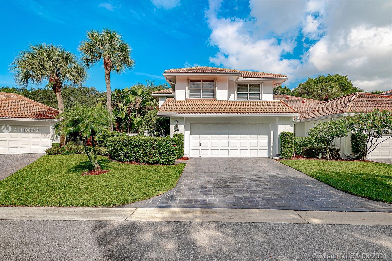 THIS TOWNHOME IS LOCATED IN PRESTIGIOUS BROKEN SOUND RIGHT ON THE GOLF COURSE! THE HOME IS A 3 BEDRO