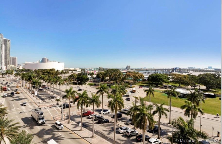 BEST OPPORTUNITY TO BUY IN THE HEART OF MIAMI !!! 1 BED /1 BATH WITH WONDERFUL AMENITIES SPA, GYM, S