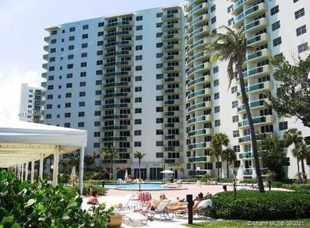 Charming one bedroom/one bathroom apartment condo at the oceanfront building Residences on Hollywoo