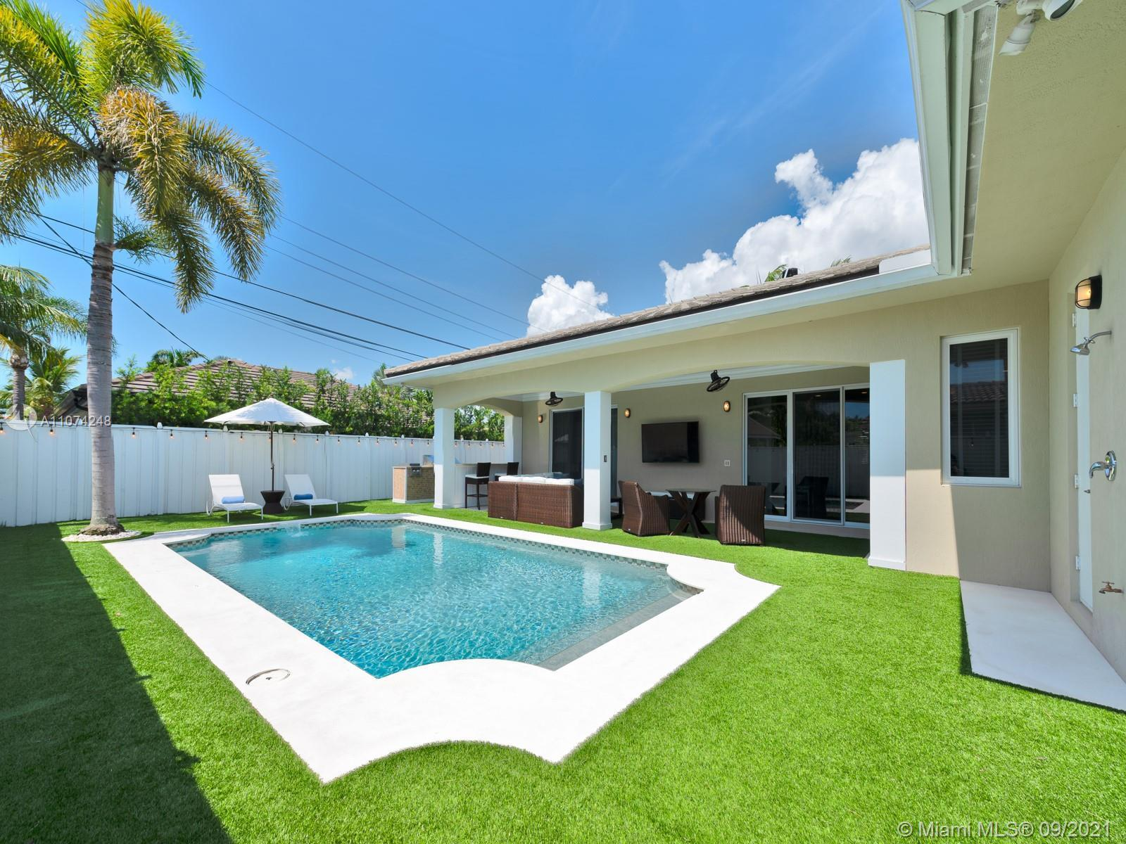 Unique Custom Beach House on a quiet street in Beautiful Lauderdale by the sea. Charming 3 Bedroom,