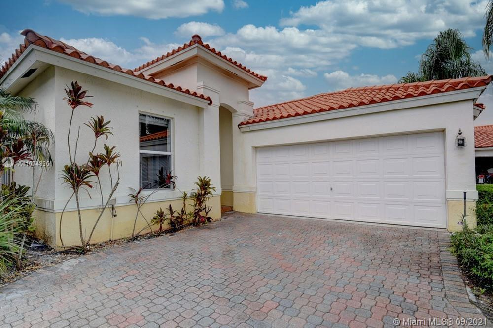 Lovely 3 bedroom, 2 bathroom single family home in Lake Worth! This perfect starter home or investme