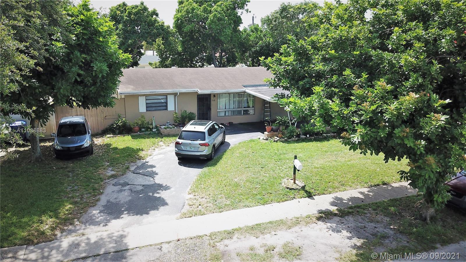 Perfectly Located, 3 Bedrooms, 2 Bathrooms, Florida room, 45x12 Screened Patio, one car Carport, Man
