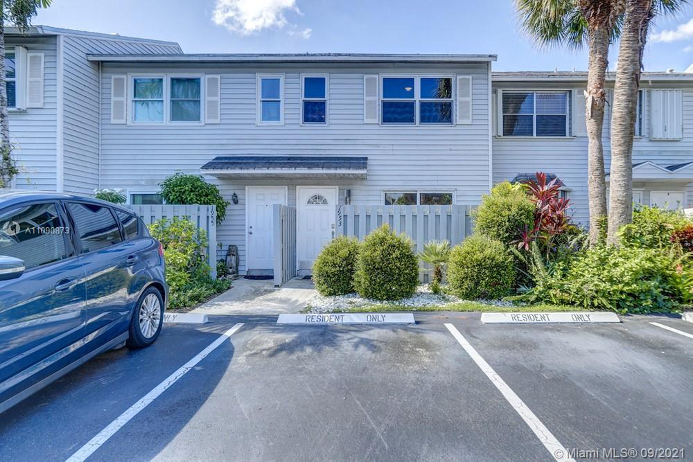 Lovely 2 bedroom, 1.5 bathroom townhome in Fort Lauderdale! This perfect starter home or investment