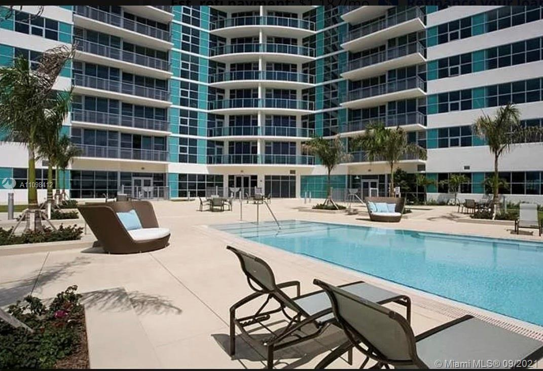 Great location for this 1 bedroom 1.5 bathroom modern unit with a nice view and very spacious. Ypu c