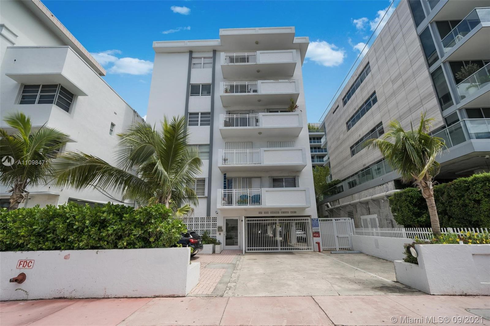 Excellent opportunity to live South of 5th in a great building in South Beach.  This 902 SF 1bedroom