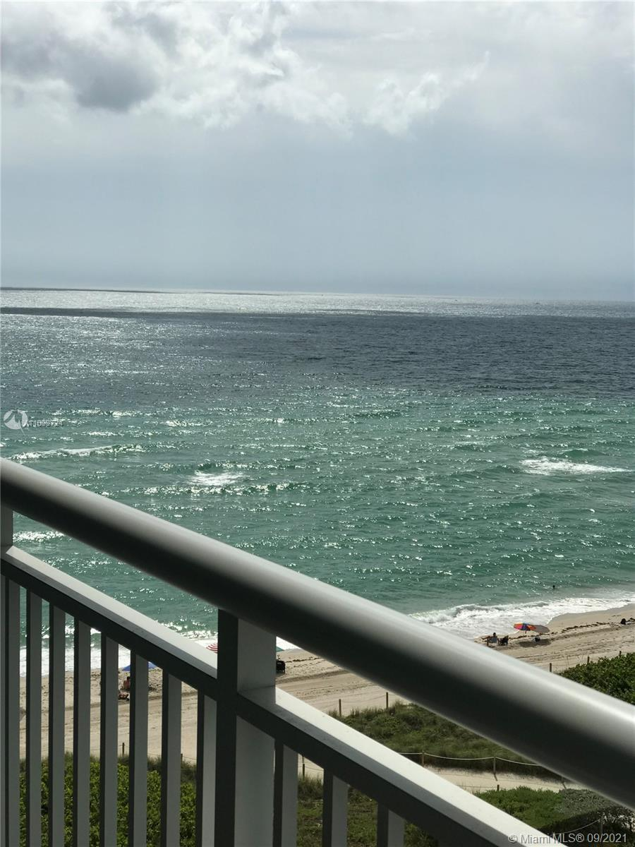 Great remodeled unit! Bright light and spacious in oceanfront building with view to ocean. Walk to g
