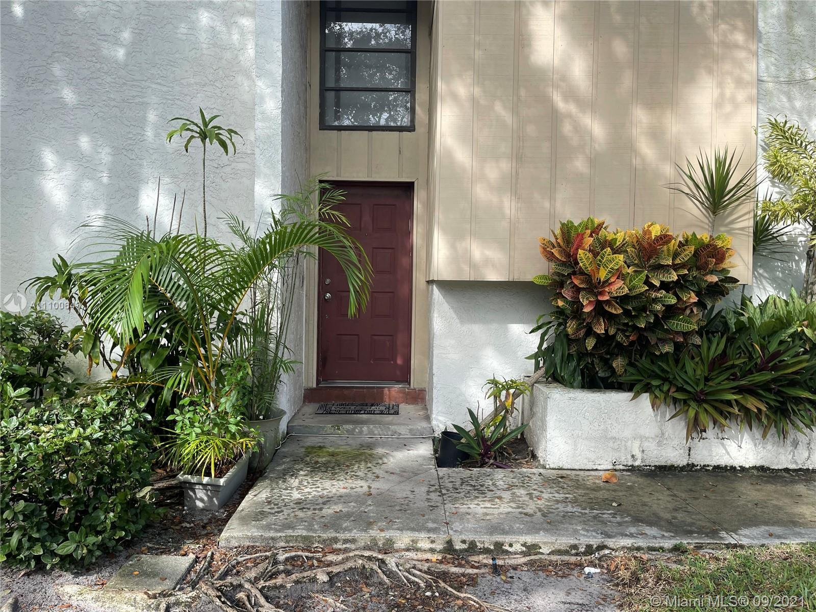 Spacious and bright 3 bedroom 2.5 baths great location townhome , beautiful family community in the