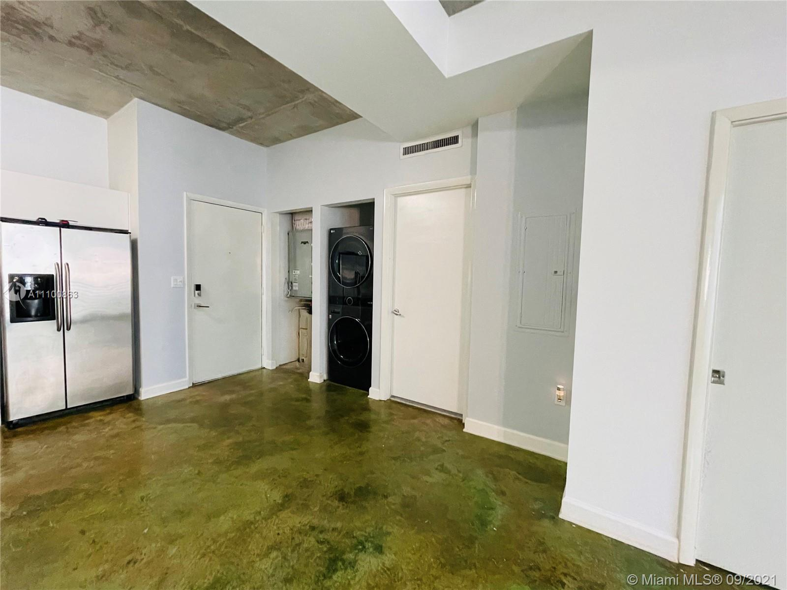 Beautifully updated and well-kept modern unit on the 8th floor. This one bedroom and one bathroom un