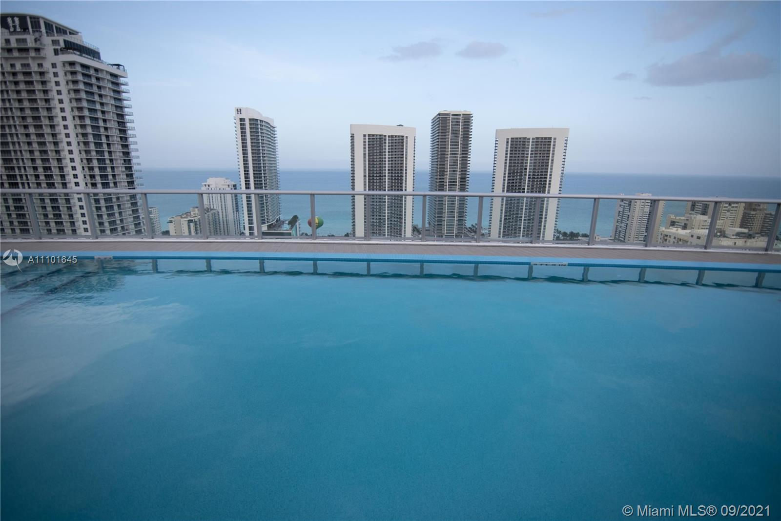 Beachwalk Resort, Fabulous Designed modern 3 bedroom corner apartment with exceptional views of the