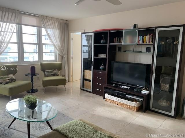 ONE BEDROOM, AND TWO BATHS, PLUS OFFICE/DEN, W/BALCONY CITY VIEW. COMPLETELY FURNISHED, EASY TO RENT