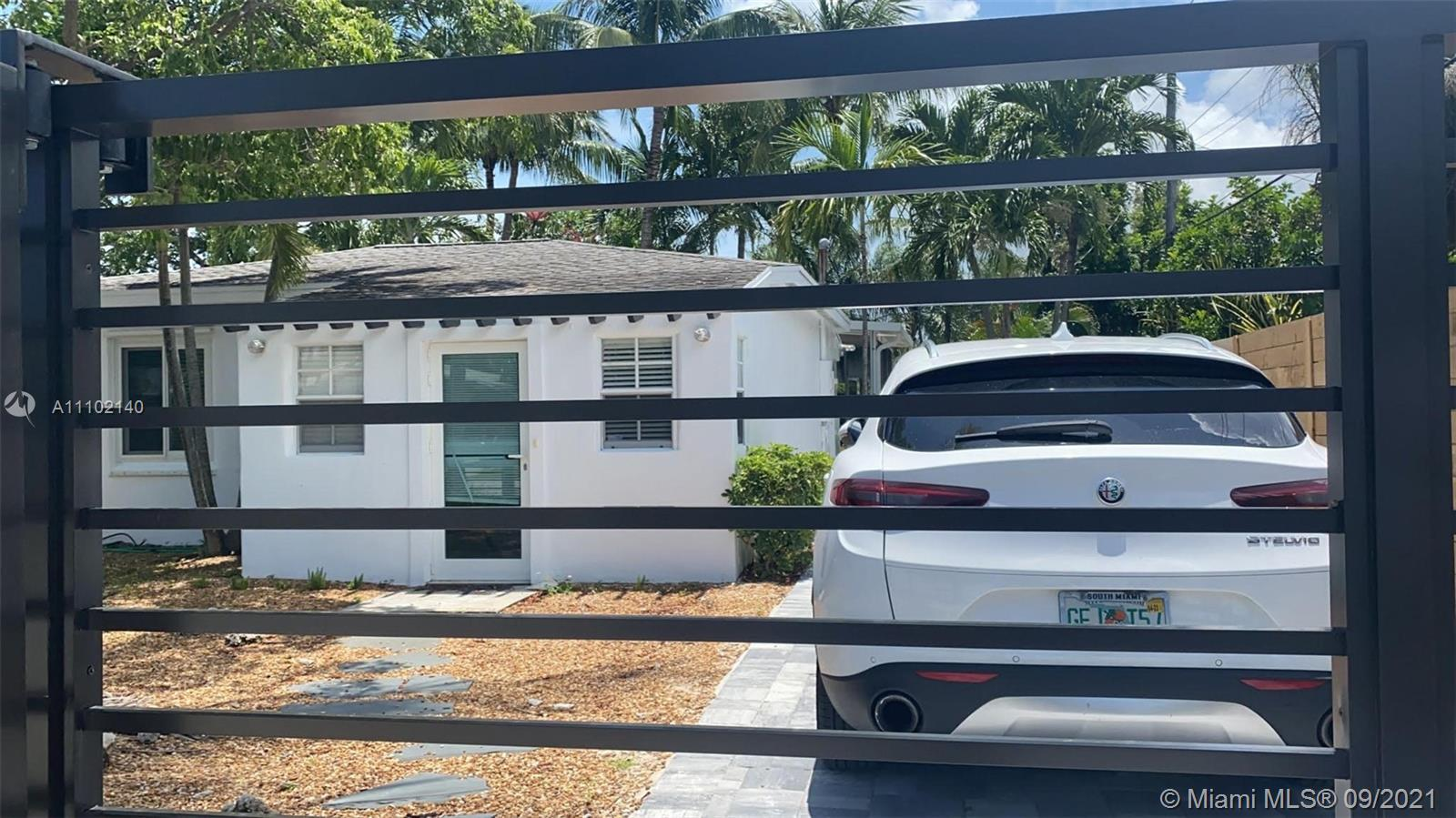 AMAZING 2/2 BEACH COTTAGE SINGLE FAMILY HOME, ON A HUGE 6620 SQ. FT. LOT WITH TONS OF ROOM FOR YOUR