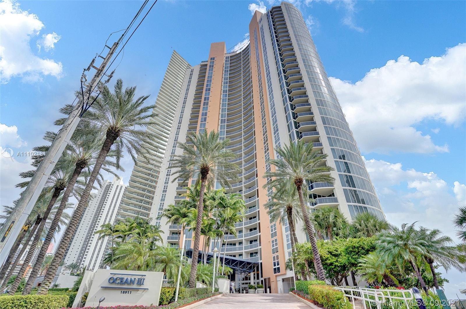Beautiful modern unit with gorgeous ocean and city views in the heart of desirable Sunny Isles Beach