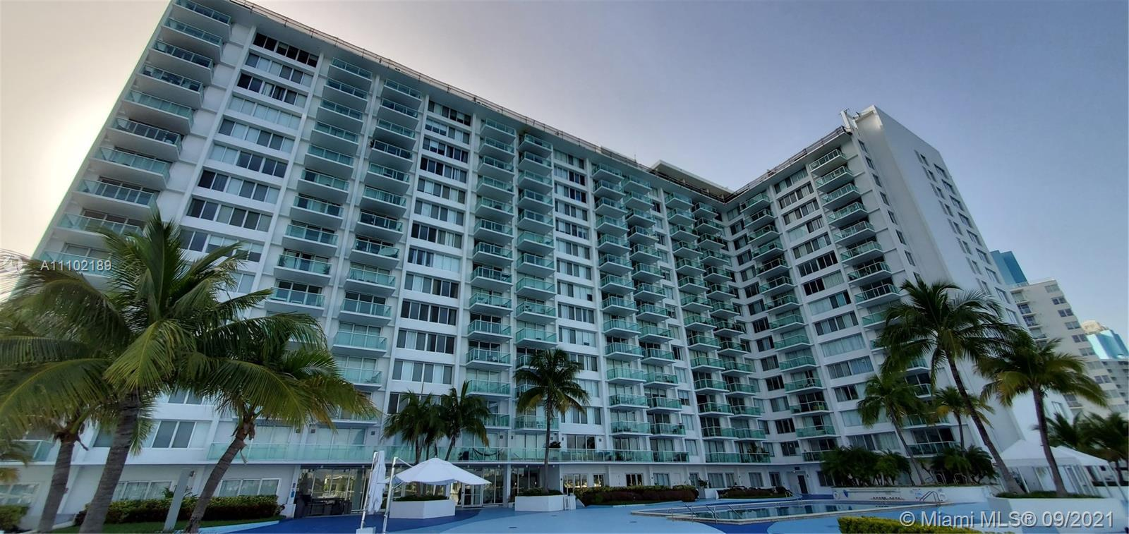 """Updated spacious """"smart"""" 2/2 corner apartment w/balcony and spectacular white pearl venetian plaster"""