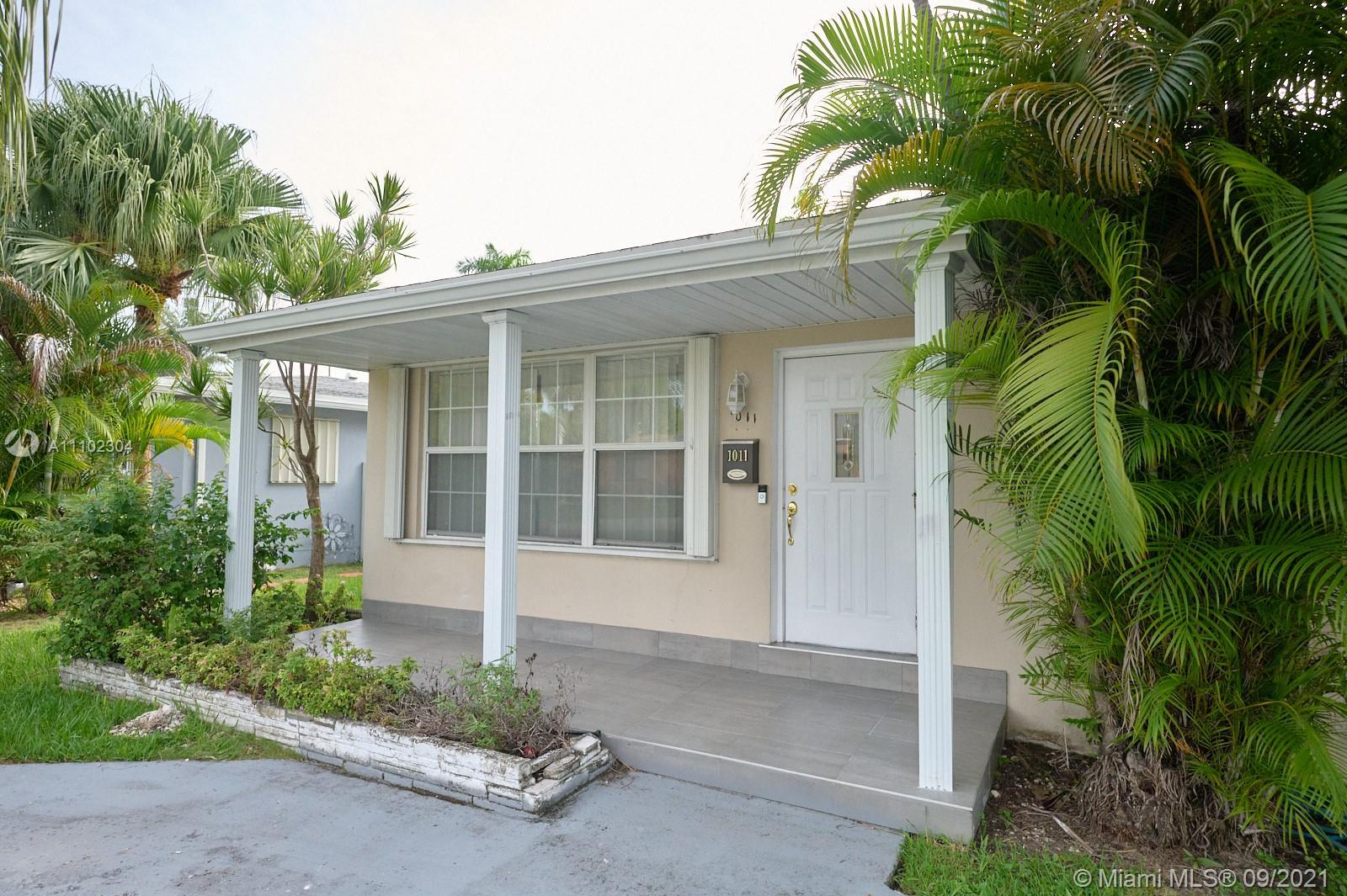 Beautiful 3 bedroom 2 bath single-family house. Located 7 minutes away from Hollywood boardwalk beac