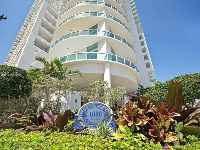 Beautiful Apartment on 36th floor. Tile floor, tile on balcony. Beautiful City view. New Appliances.