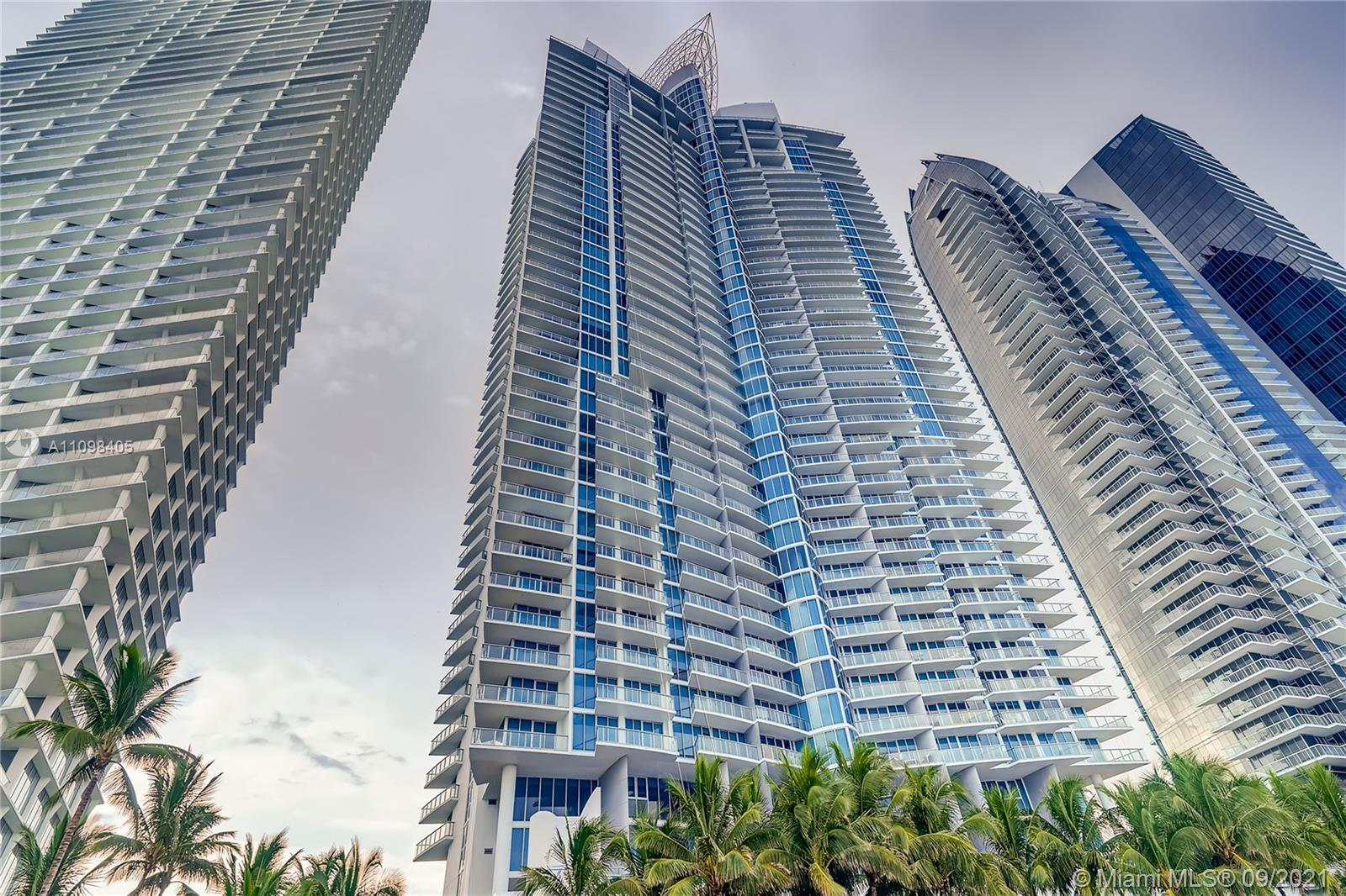 Designer turnkey 1 Bed/2 Bath plus den at the luxurious Jade Beach in Sunny Isles. Your elevator tak