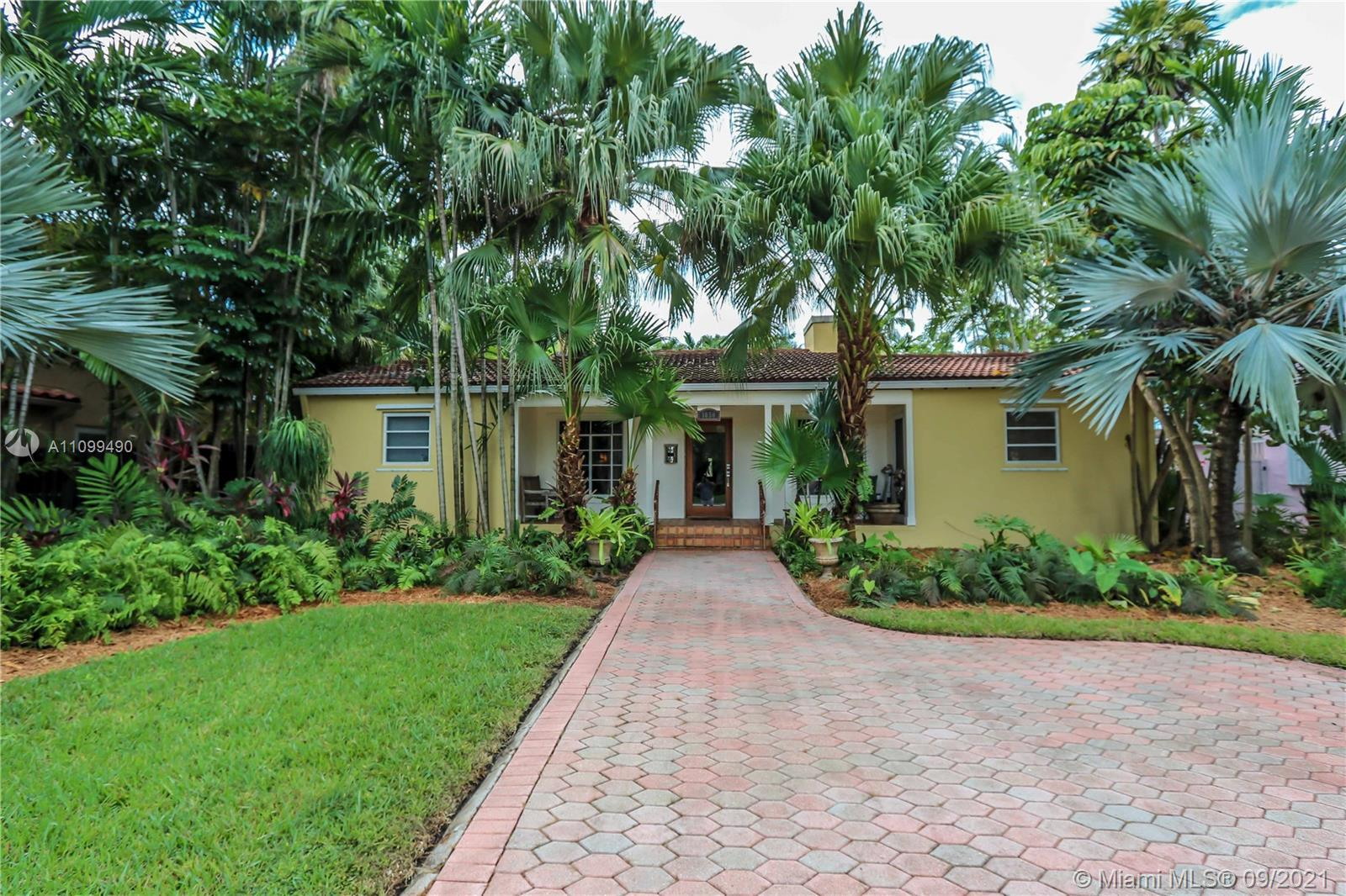 BEAUTIFUL POOL HOME ON DESIRABLE HARRISON ST IN PRESTIGIOUS HOLLYWOOD LAKES! THIS 4 BD / 3 BA HOME F