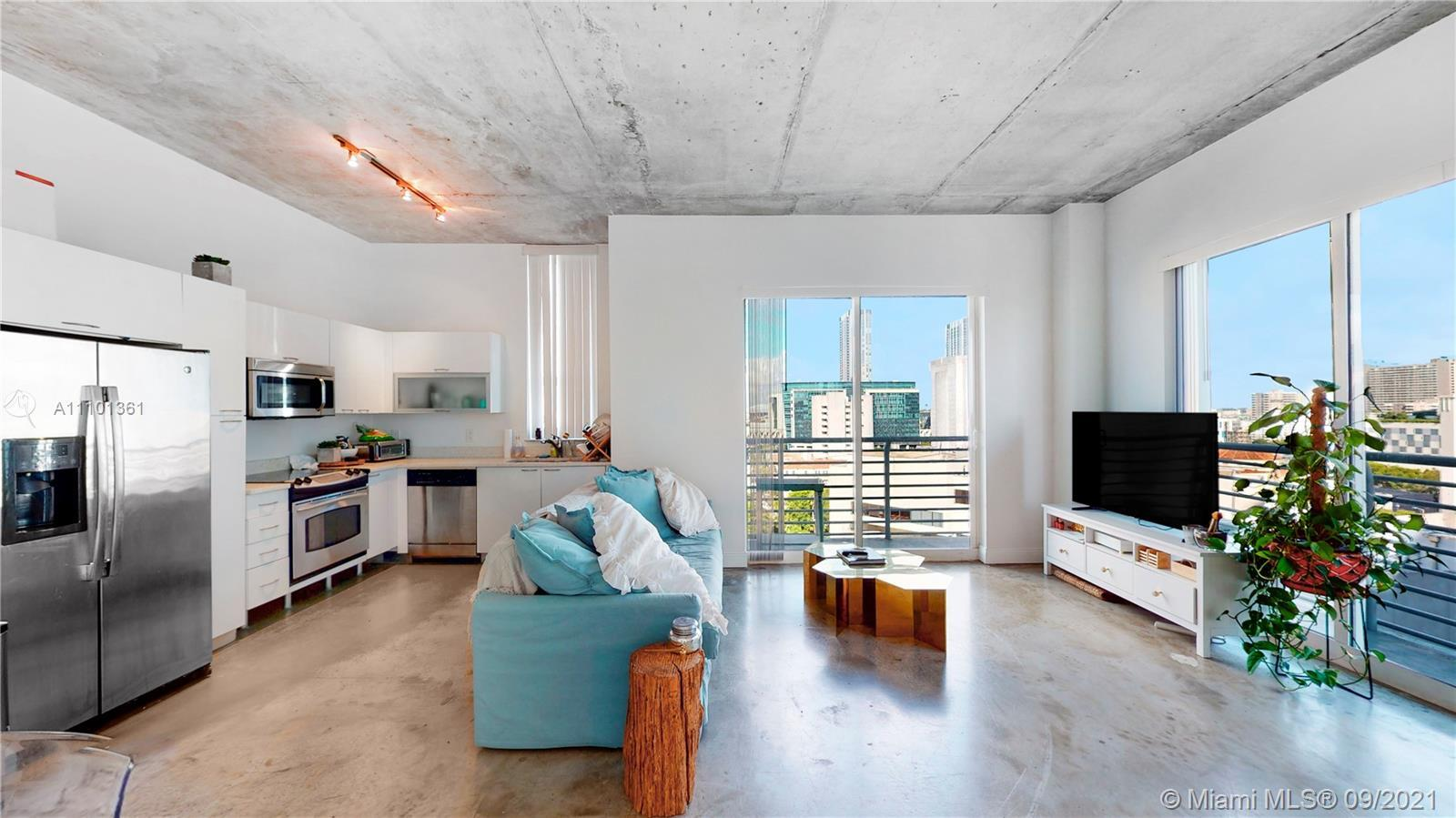 Don't miss this absolutely beautiful 2/2 at the Lofts Condo in the heart of Downtown! Freshly painte