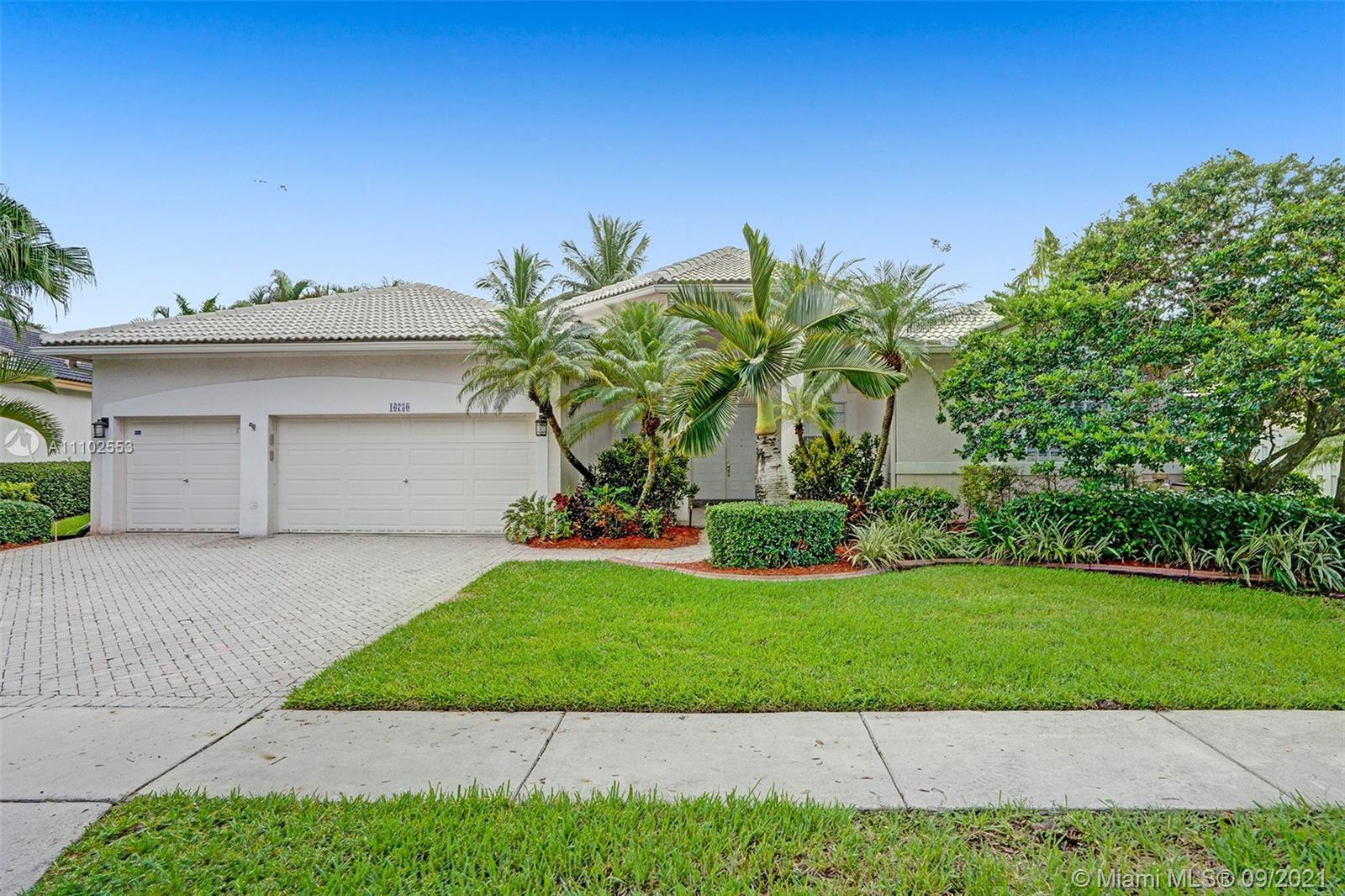 Highly Sought After and Rarely Available ***MONET MODEL POOL HOME*** THE BREAKERS ESTATES-PEMBROKE I