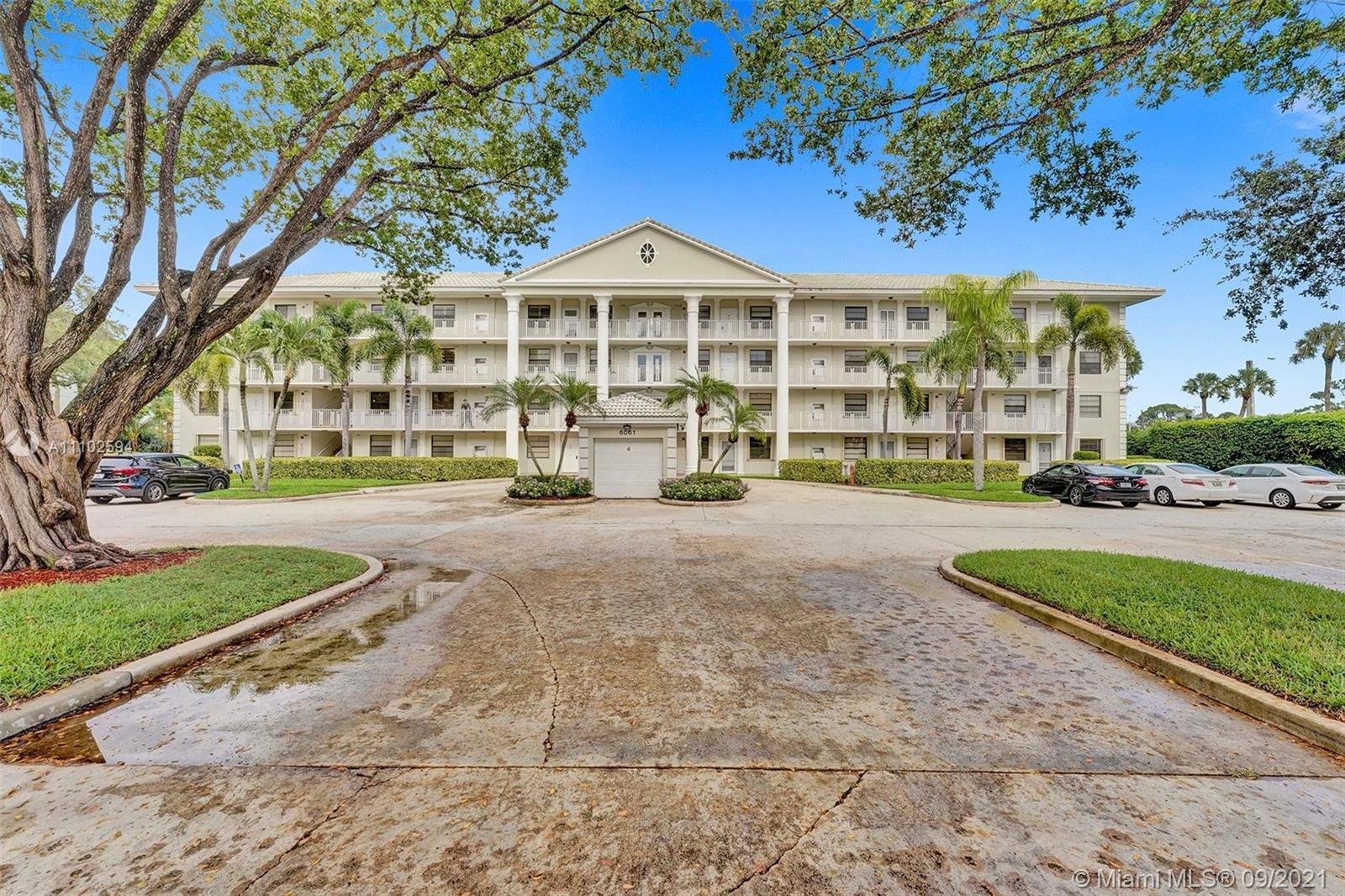 LOOK NO FURTHER THE BEST LOCATION IN BOCA RATON! 2/2 CONDO IN WHITEHALL AT CAMINO IS CENTRALLY LOCAT